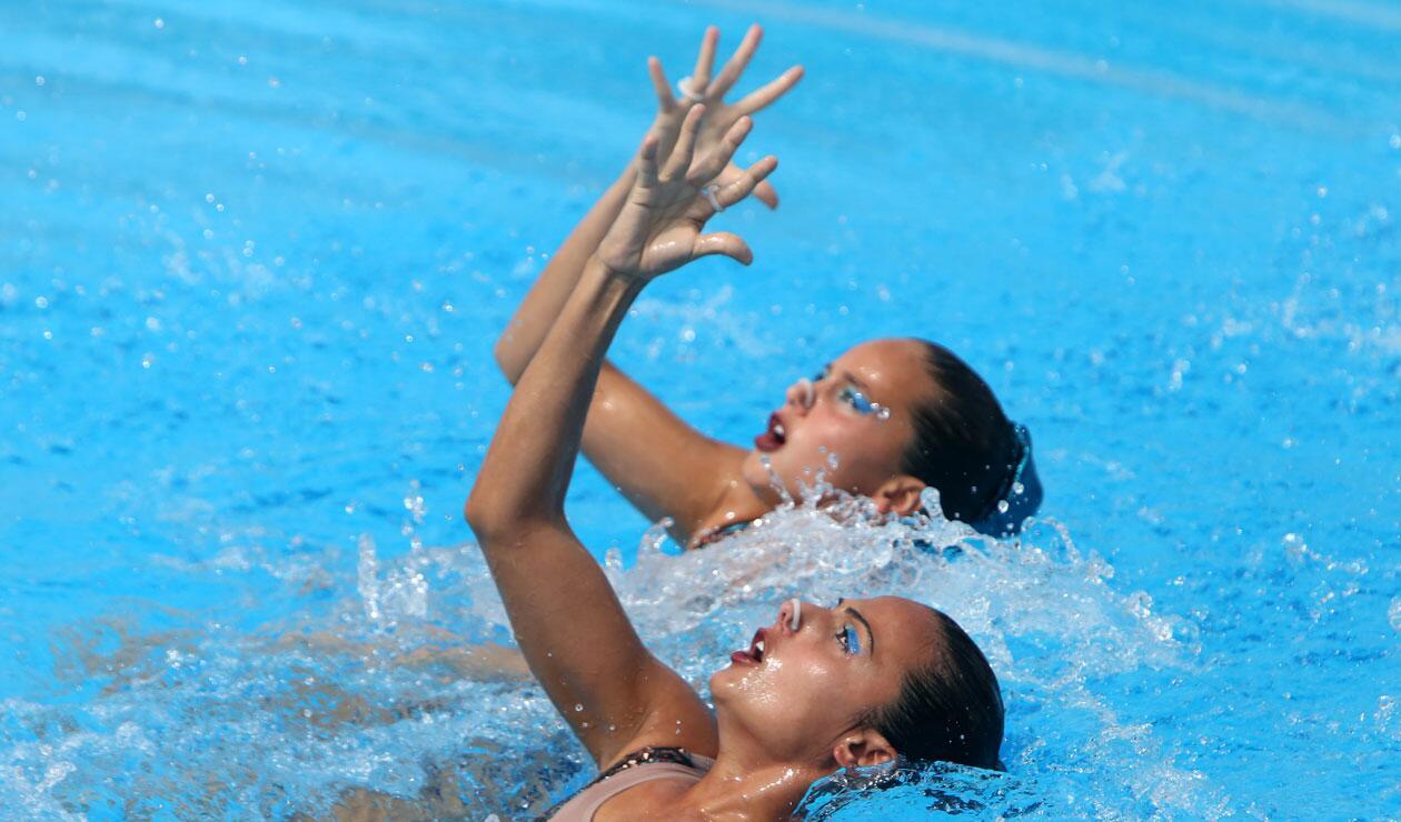 Dos competidoras colombianas en la prueba de nado sincronizado de los Juegos Centroamericanos y del Caribe Barranquilla 2018