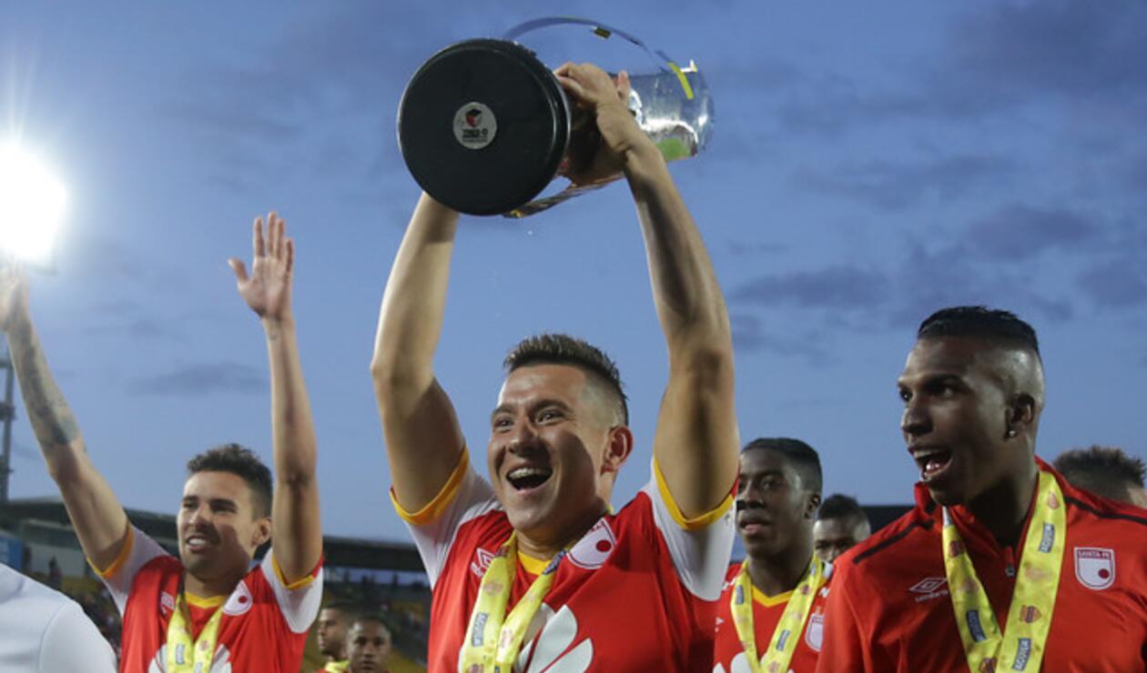 Daniel Buitrago en la celebración de la Superliga 2017 con Santa Fe