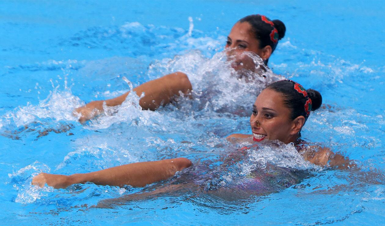 Dos competidoras mexicanas en la prueba de nado sincronizado de los Juegos Centroamericanos y del Caribe Barranquilla 2018