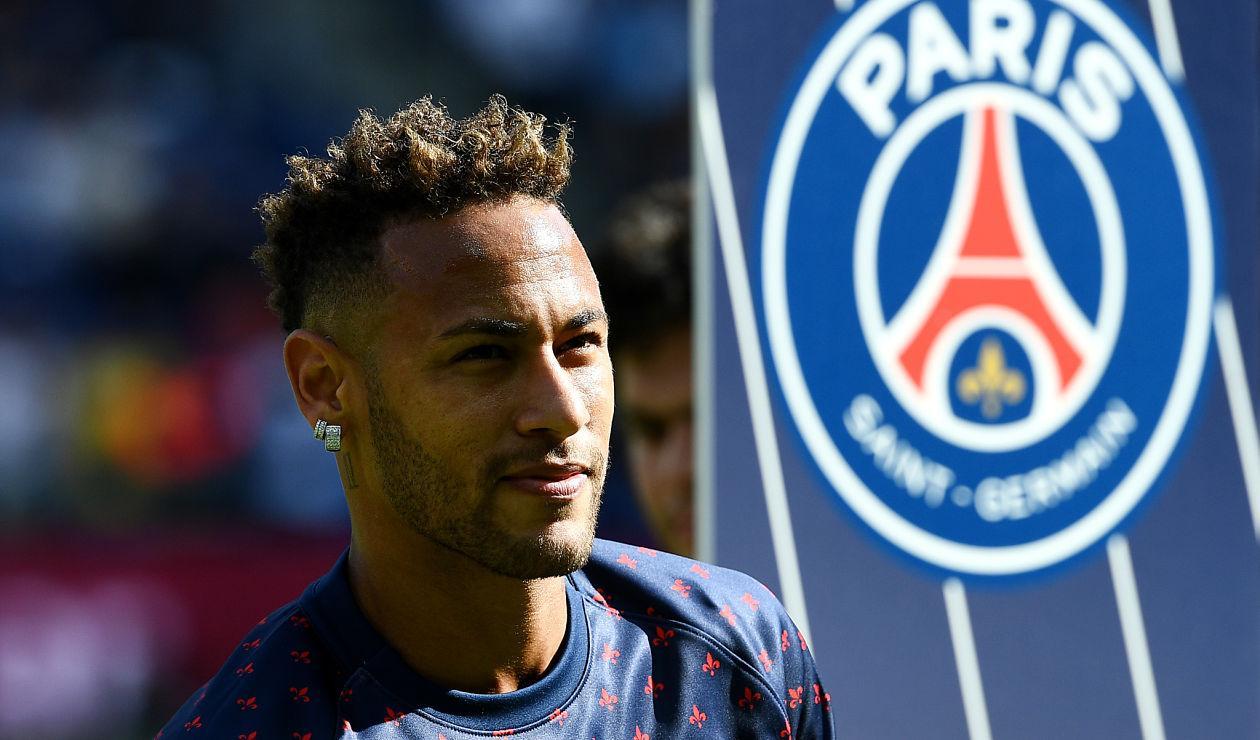 Neymar, jugador que regresó a Barcelona para cumplir con compromisos publicitarios