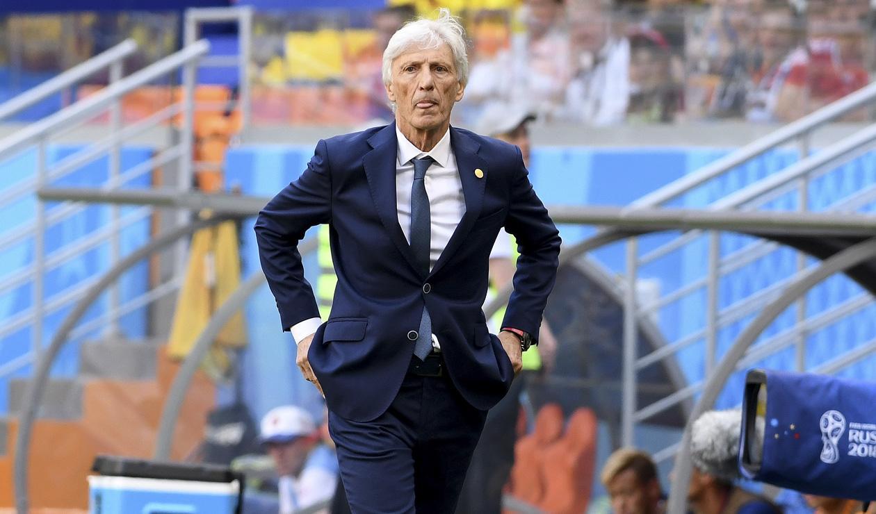 José Pékerman dirigiendo a Colombia ante Japón en Rusia 2018