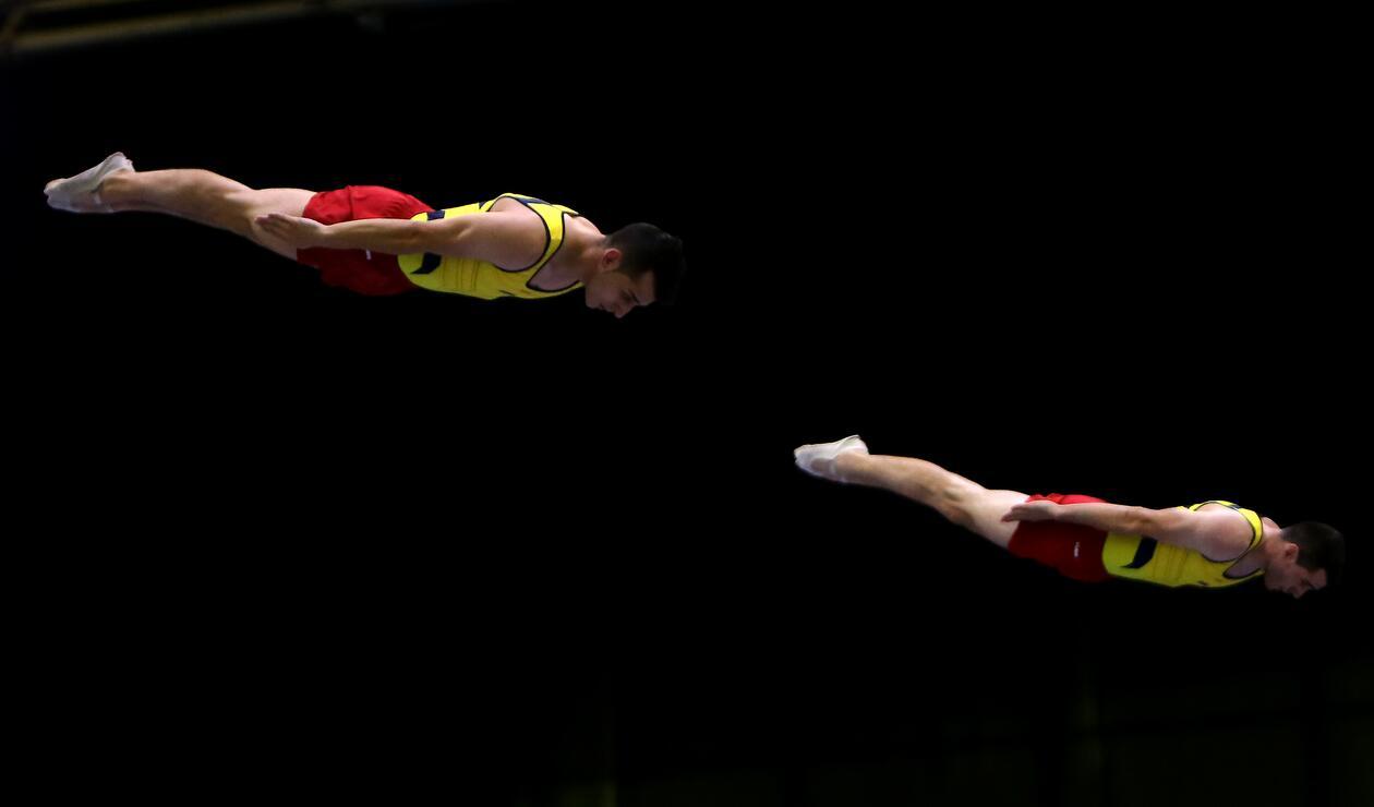 Dos gimnastas colombianos en la prueba de trampolín de los Juegos Centroamericanos y del Caribe Barranquilla 2018