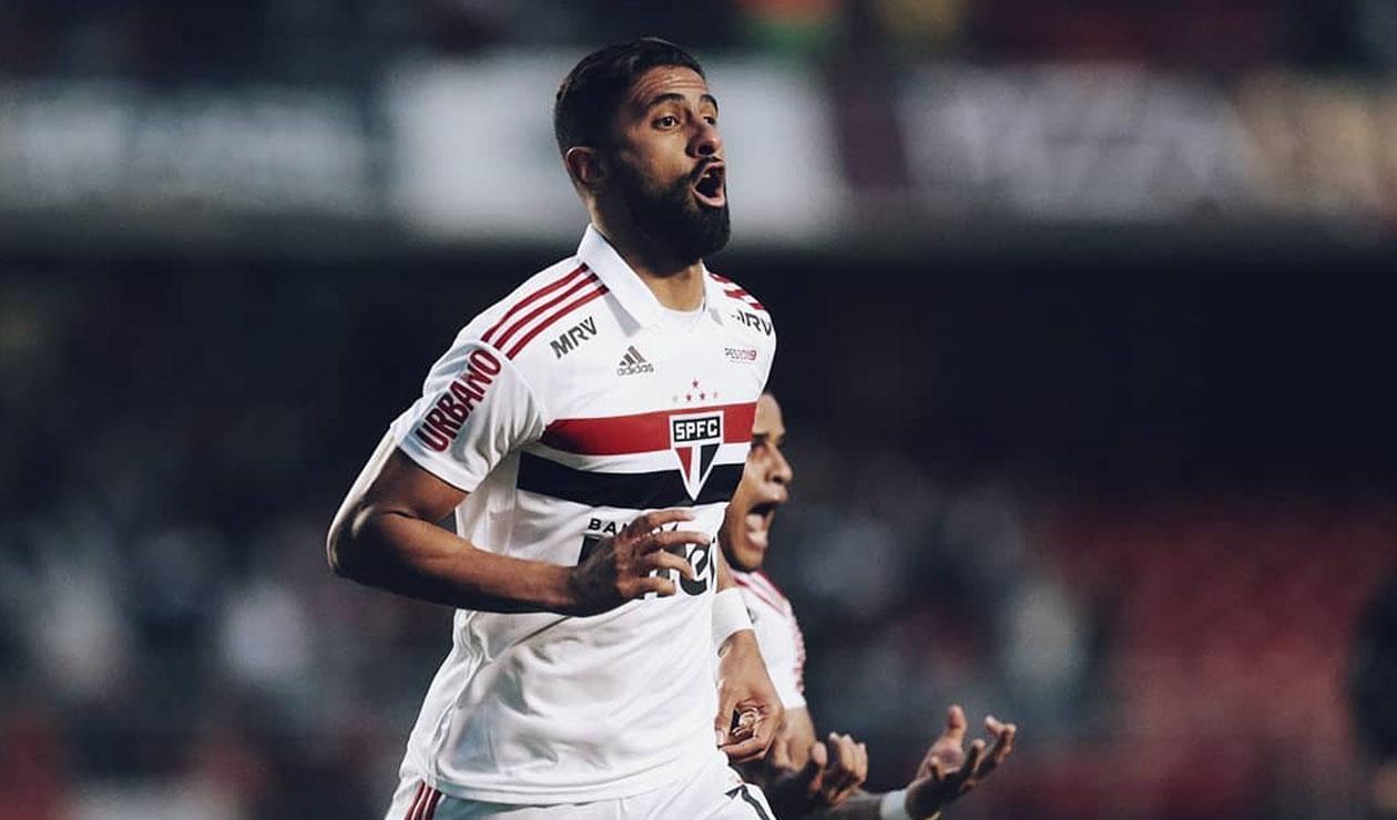 Santiago Tréllez celebrando un gol con la camiseta del Sao Paulo