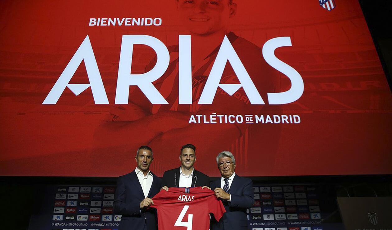 Santiago Arias en su presentación con el Atlético de Madrid