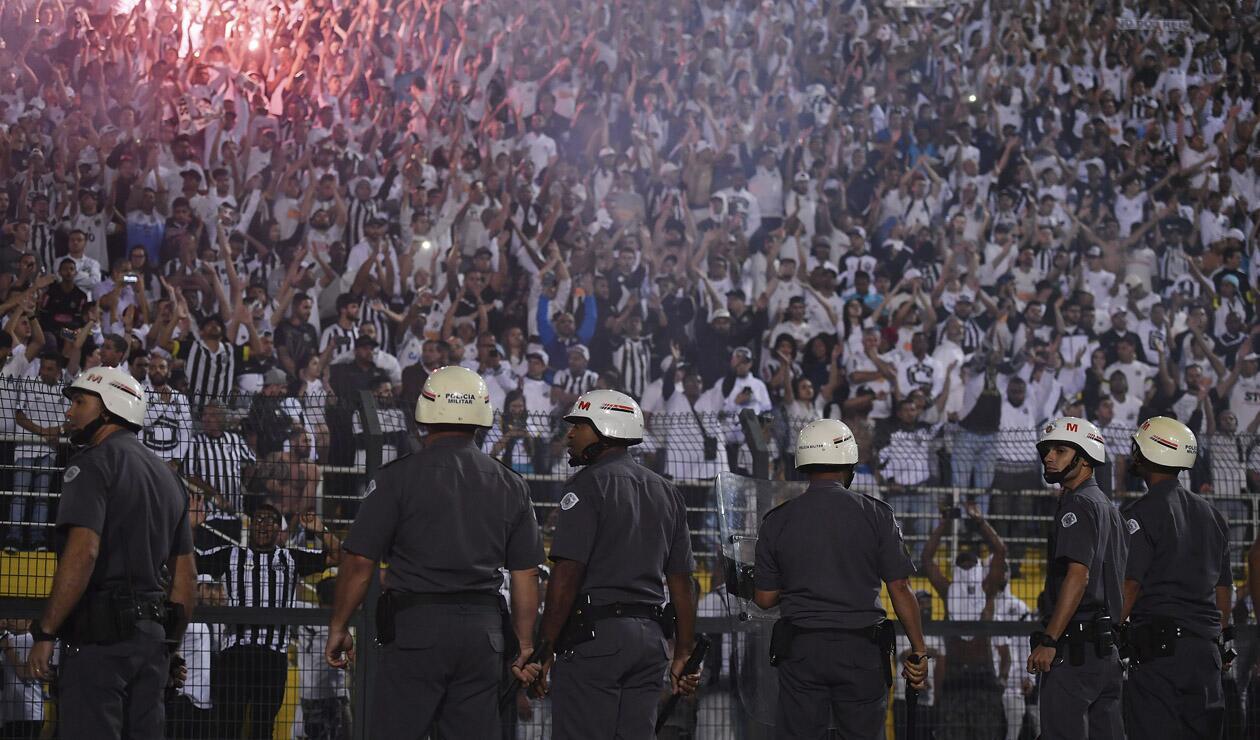 Copa Libertadores: Independiente eliminó a Santos con protesta violenta de hinchas