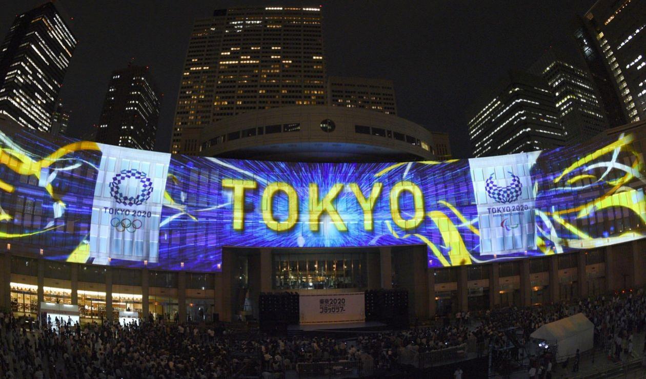 Proyección del logotipo de los Juegos Olímpicos de Tokio 2020