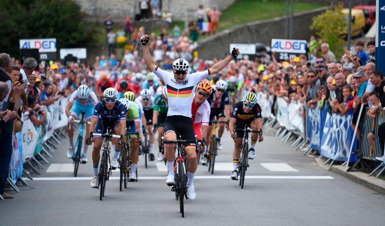 El alemán Max Kanter ganando la primera etapa del Tour de l'Avenir