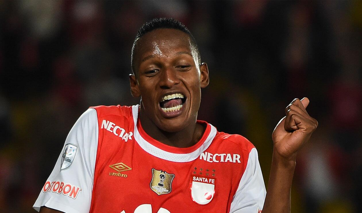 Yerry Mina celebrando en su momento un gol con Independiente Santa Fe