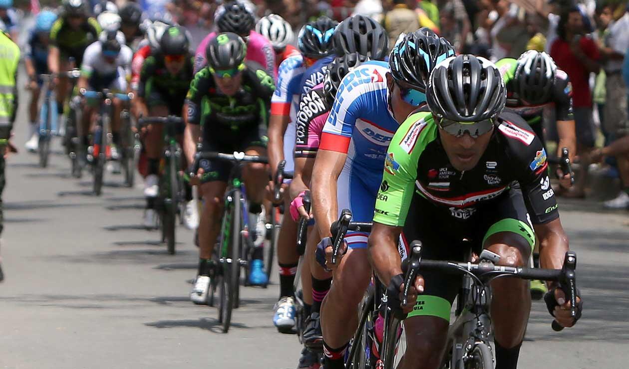 Los ciclistas del Clásico RCN dando sus primeros pedalazos en la edición 2018