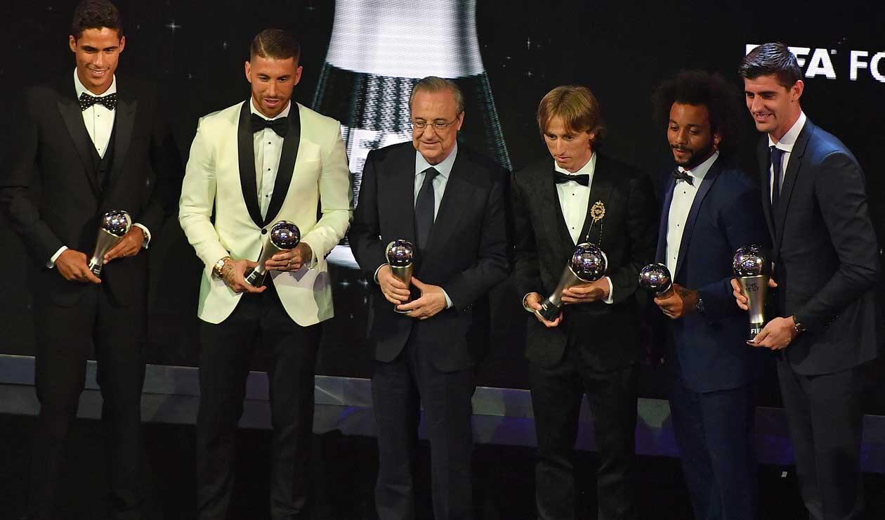 El presidente del Real Madrid junto al resto de jugadores 'merengues' presentes en la gala de los premios The Best organizada por la FIFA