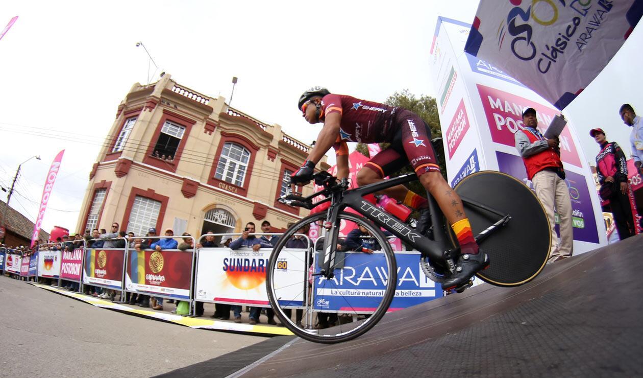 Un corredor del Tolima Es Pasión durante la contrarreloj del Clásico RCN