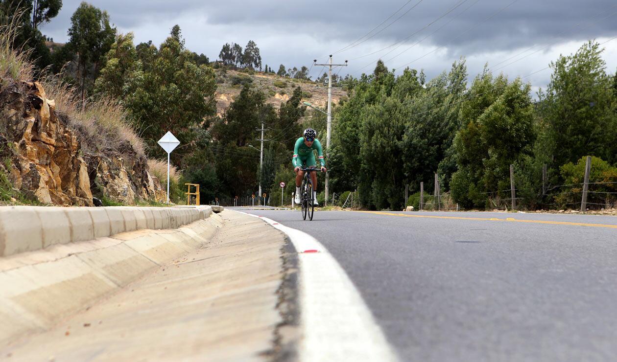 Un corredor de Boyacá Es Para Vivirla durante la contrarreloj del Clásico RCN