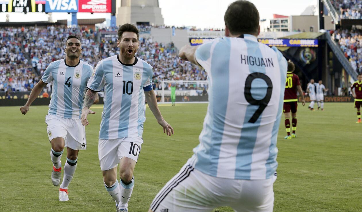 Gabriel Mercado, Lionel Messi y Gonzalo Higuaín