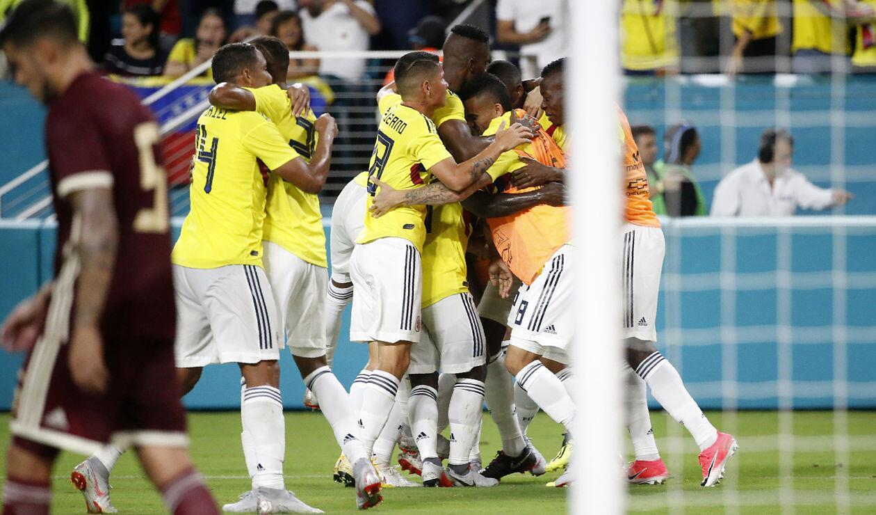 Colombia celebrando el gol de la victoria ante Venezuela en Miami