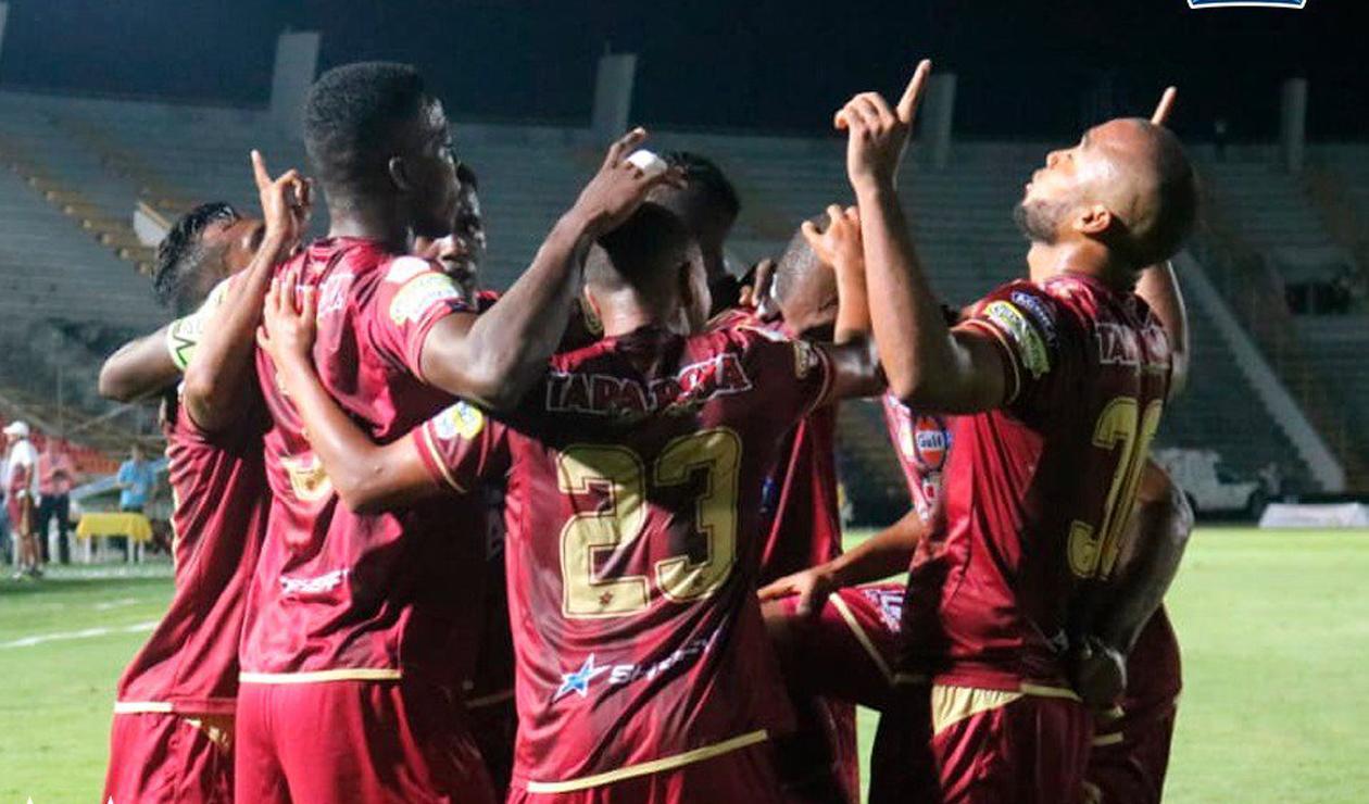 Jugadores del Deportes Tolima celebrando un gol