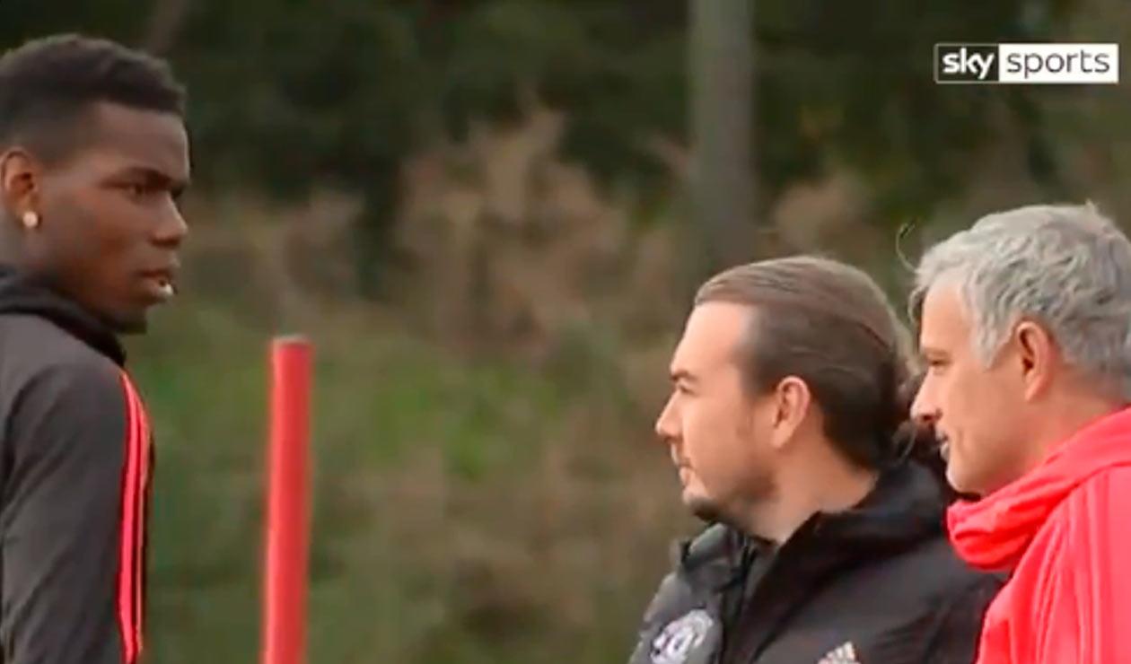 Paul Pogba y José Mourinho en el entrenamiento del Manchester United
