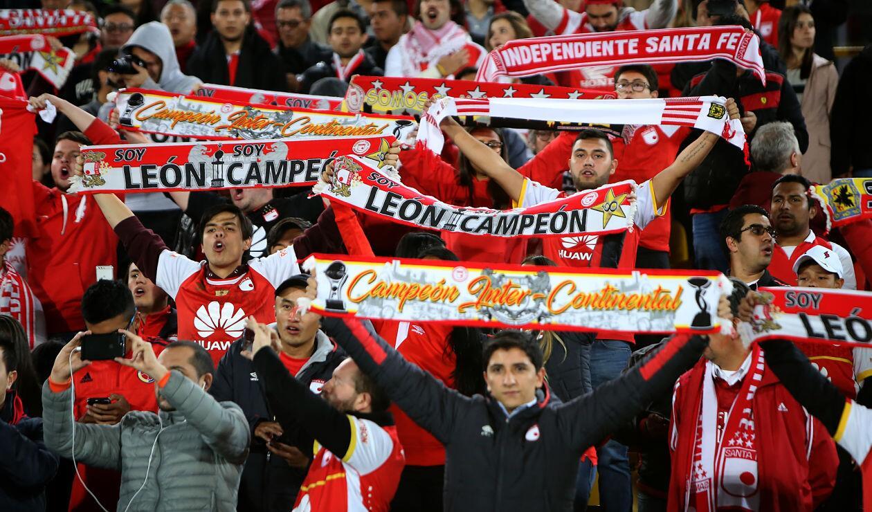Hinchas de Santa Fe durante el clásico ante Millonarios por Copa Sudamericana