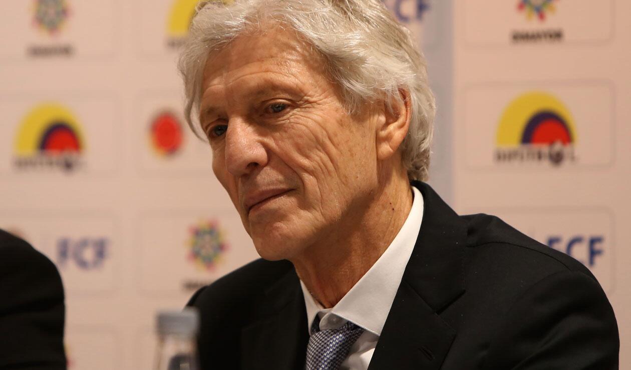 José Pékerman  durante la rueda de prensa donde anunció que no seguirá en la Selección Colombia