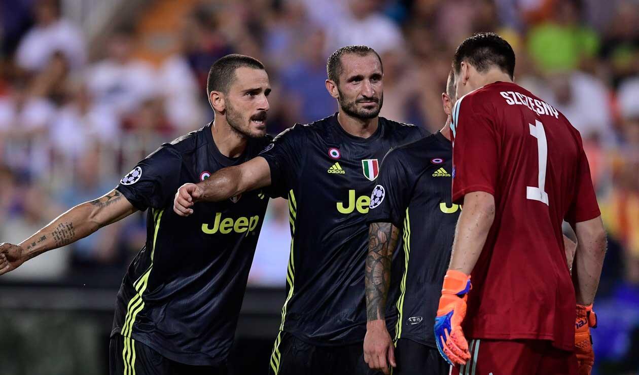 jugadores de la Juventus protestan la expulsión de Cristiano Ronaldo