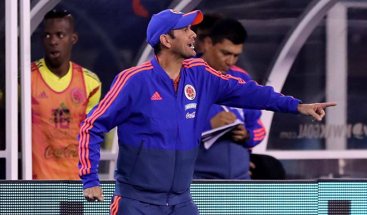 El técnico colombiano Arturo Reyes en el amistoso ante Argentina