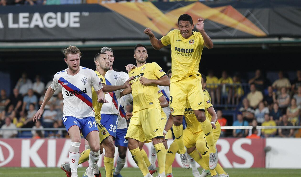 Carlos Bacca jugando la Europa League con el Villarreal