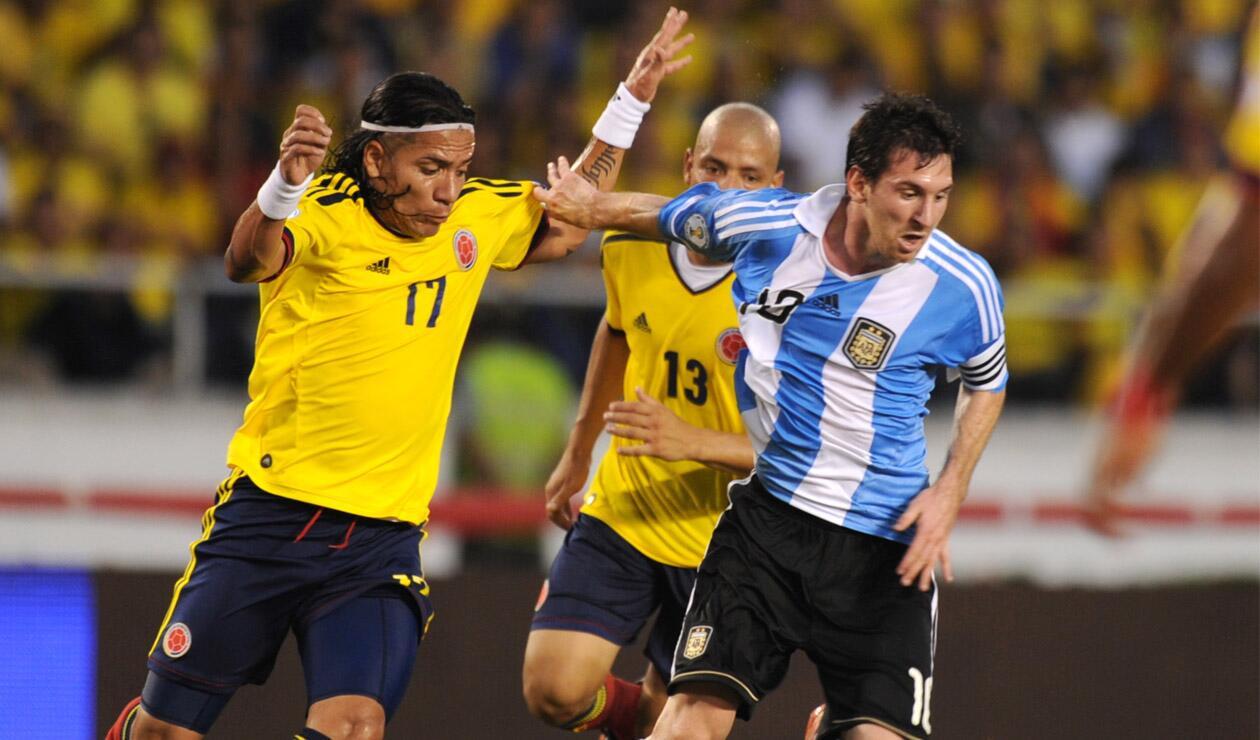 Dayro Moreno y Lionel Messi en el juego Colombia vs Argentina del 2011