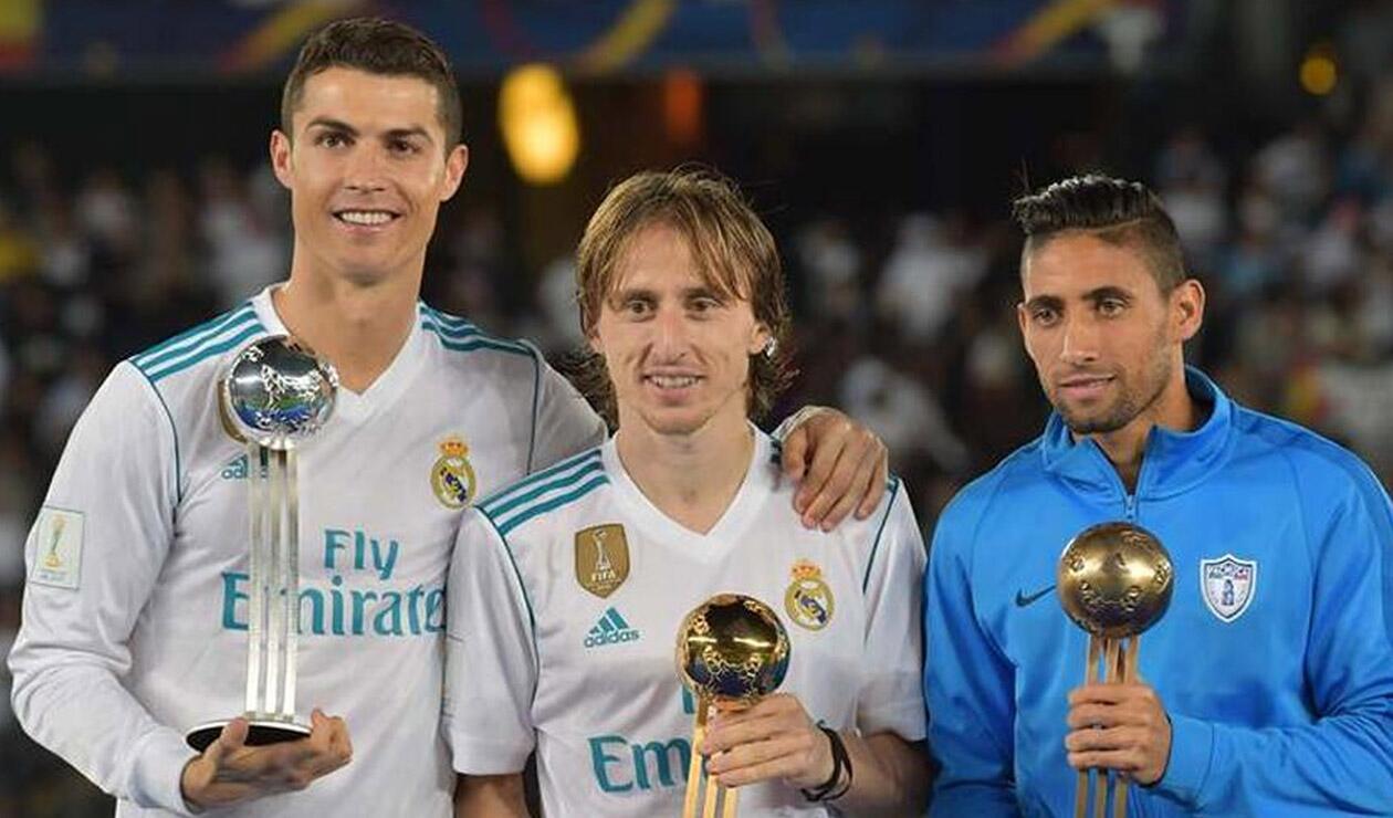 Cristiano y Luka Modric recibiendo un premio con el Real Madrid