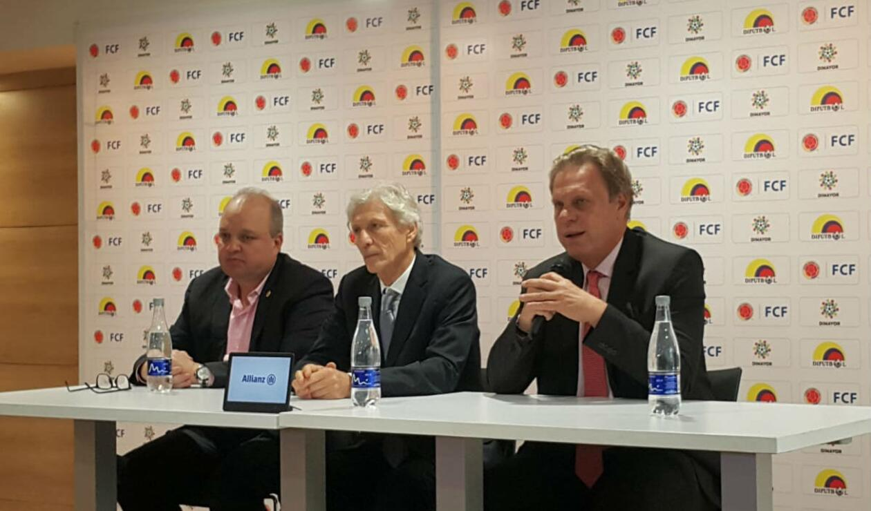 Jorge Enrique Vélez (presidente Dimayor), José Pékerman (DT argentino), Ramón Jesurún (Presidente FCF)