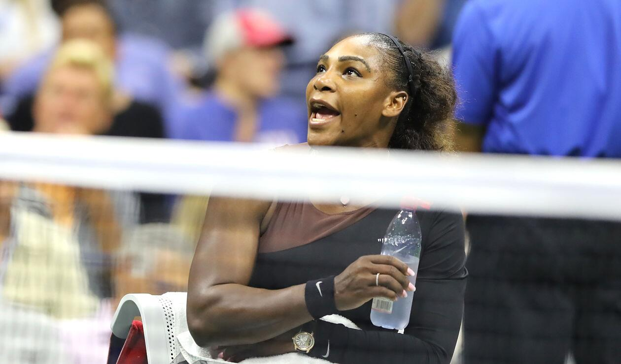 Serena Williams discute con el juez Carlos Ramos durante la final del Us Open 2018