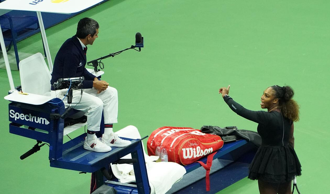 Discusión entre Serena Williams y el juez Carlos Ramos durante la final del Us Open 2018