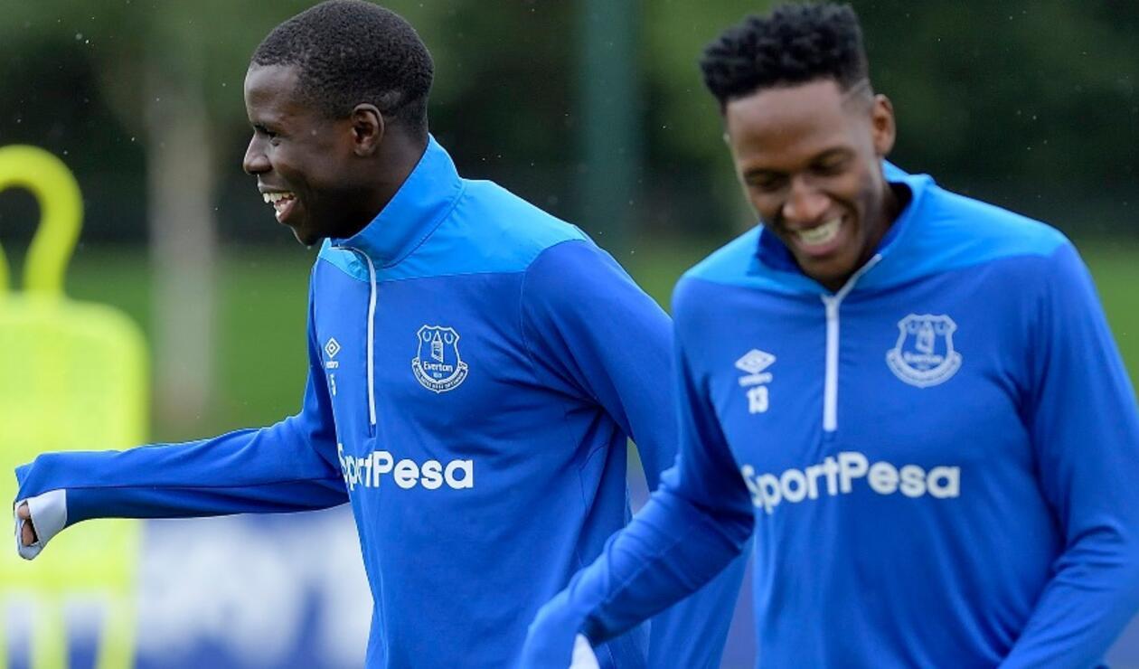 El colombiano Yerry Mina completó su primer entrenamiento con el Everton