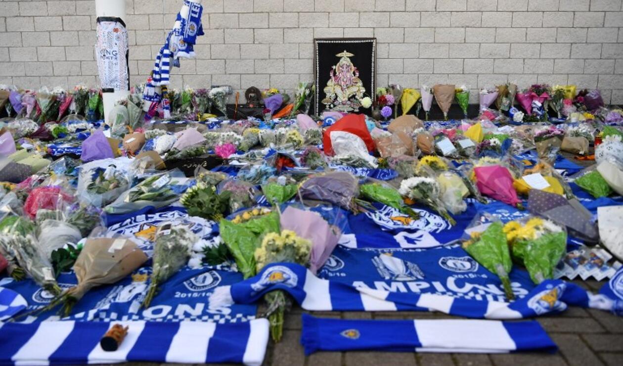 """""""Están en nuestros pensamientos"""", decía la dedicatoria de uno de los aficionados del Leicester"""