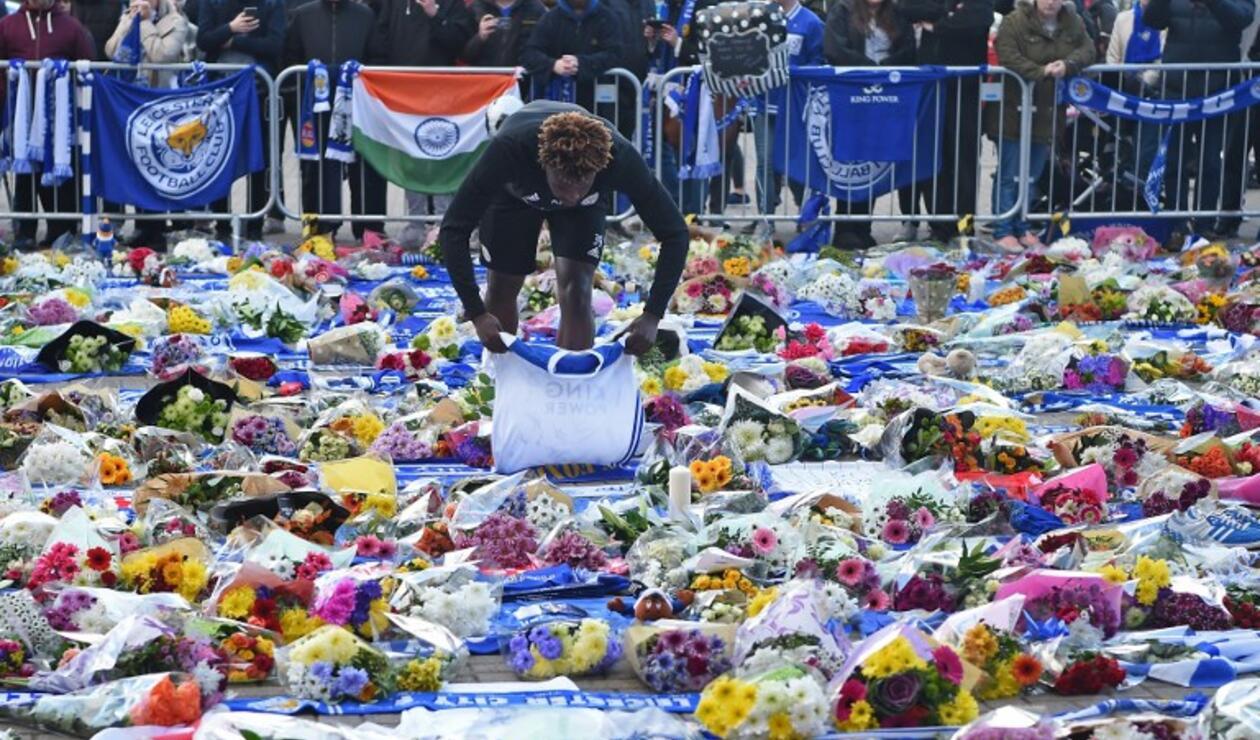 Homenaje al presidente del Leicester, Vichai Srivaddhanaprabha. Thumbnail