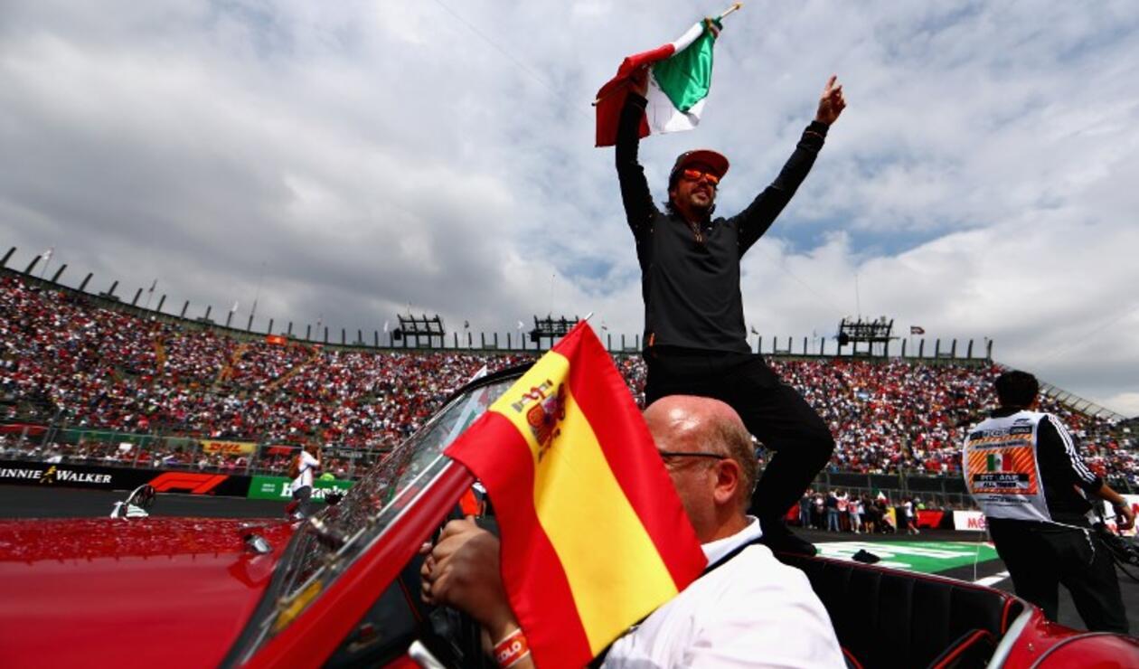 Fernando Alonso recibe homenaje en México