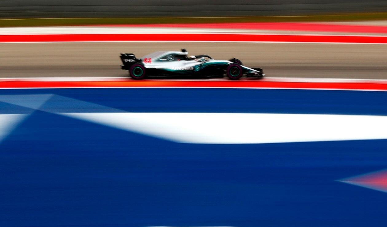 Lewis Hamilton de Gran Bretaña conduciendo el (44) Mercedes AMG Petronas F1 Team Mercedes WO9 durante la práctica final para el Gran Premio de Fórmula Uno de Estados Unidos en el Circuito de las Américas