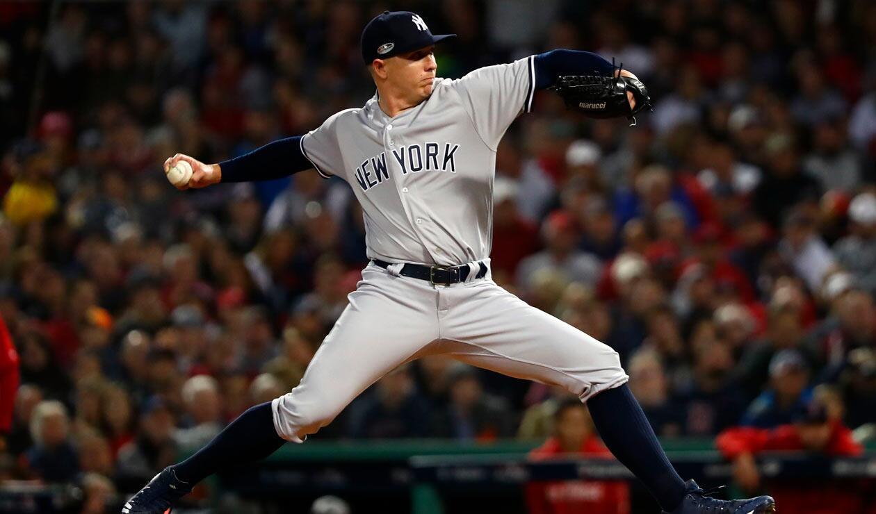 Chad Green de los New York Yankees hace un lanzamiento en la tercera entrada contra los Medias Rojas de Boston.