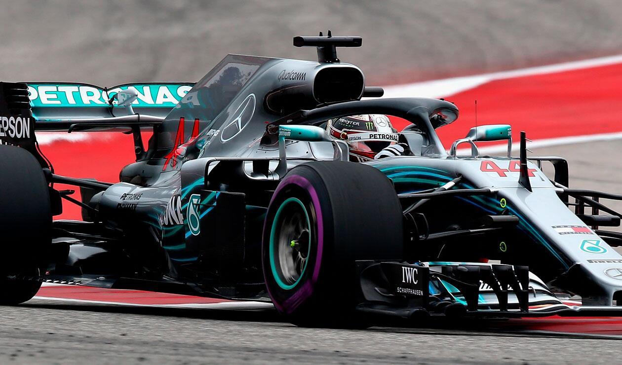 Lewis Hamilton de Gran Bretaña conduciendo al (44) Mercedes AMG Petronas F1 Team Mercedes WO9 en la pista durante el Gran Premio de Fórmula Uno de Estados Unidos en el Circuito de las Américas