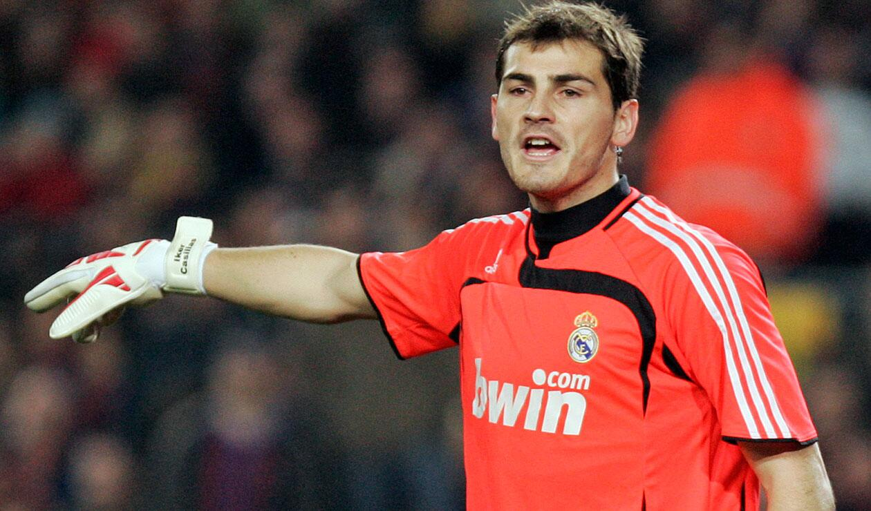 Íker Casillas, capitán del Real Madrid bicampeón de la liga español entre 2006 y 2008