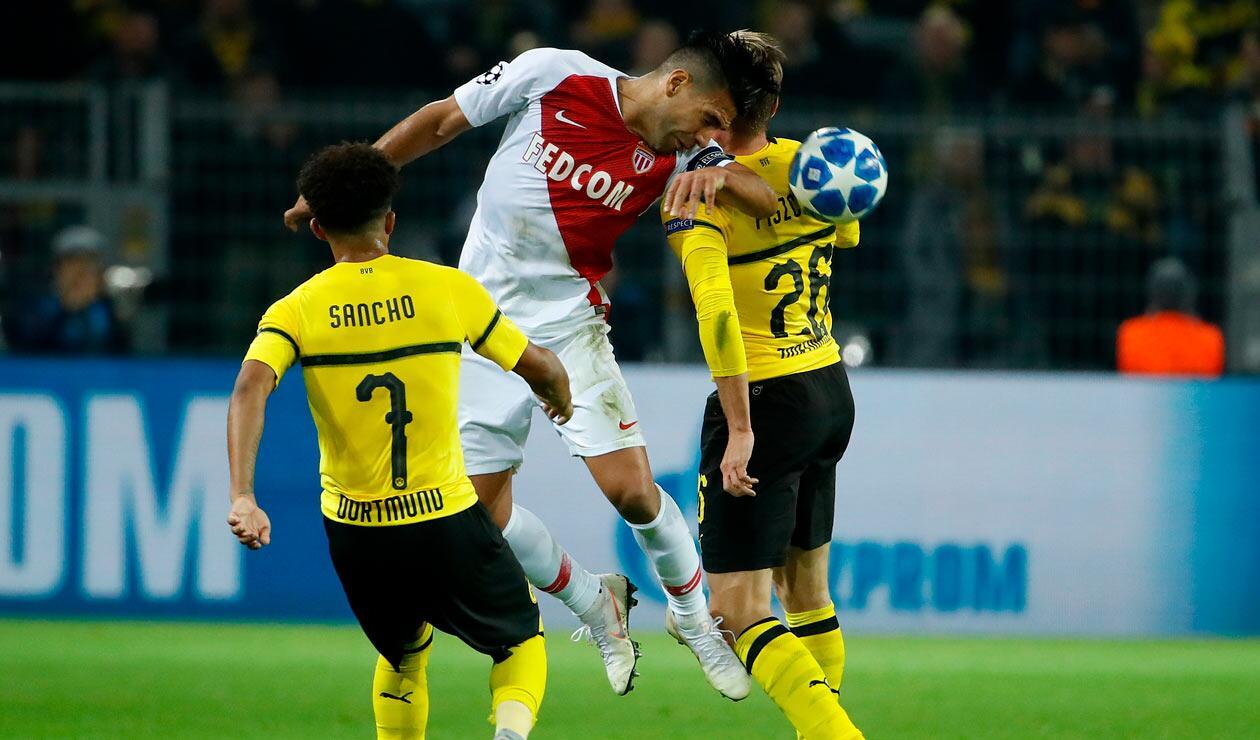 Falcao en uno de los intentos por marcarle al Borussia Dortmund
