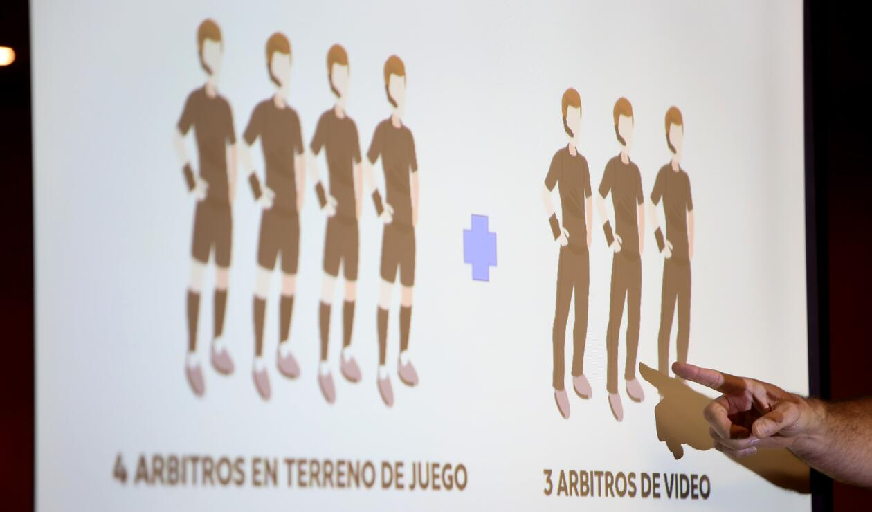 Tres árbitros estarán pendientes del VAR en el estadio El Campín