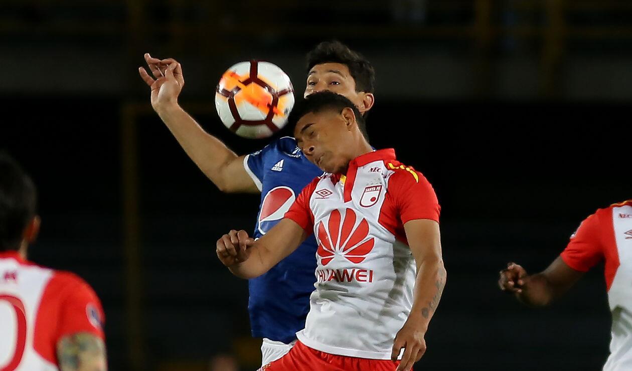 Millonarios y Santa Fe durante el partido de vuelta de los octavos de final en la Sudamericana