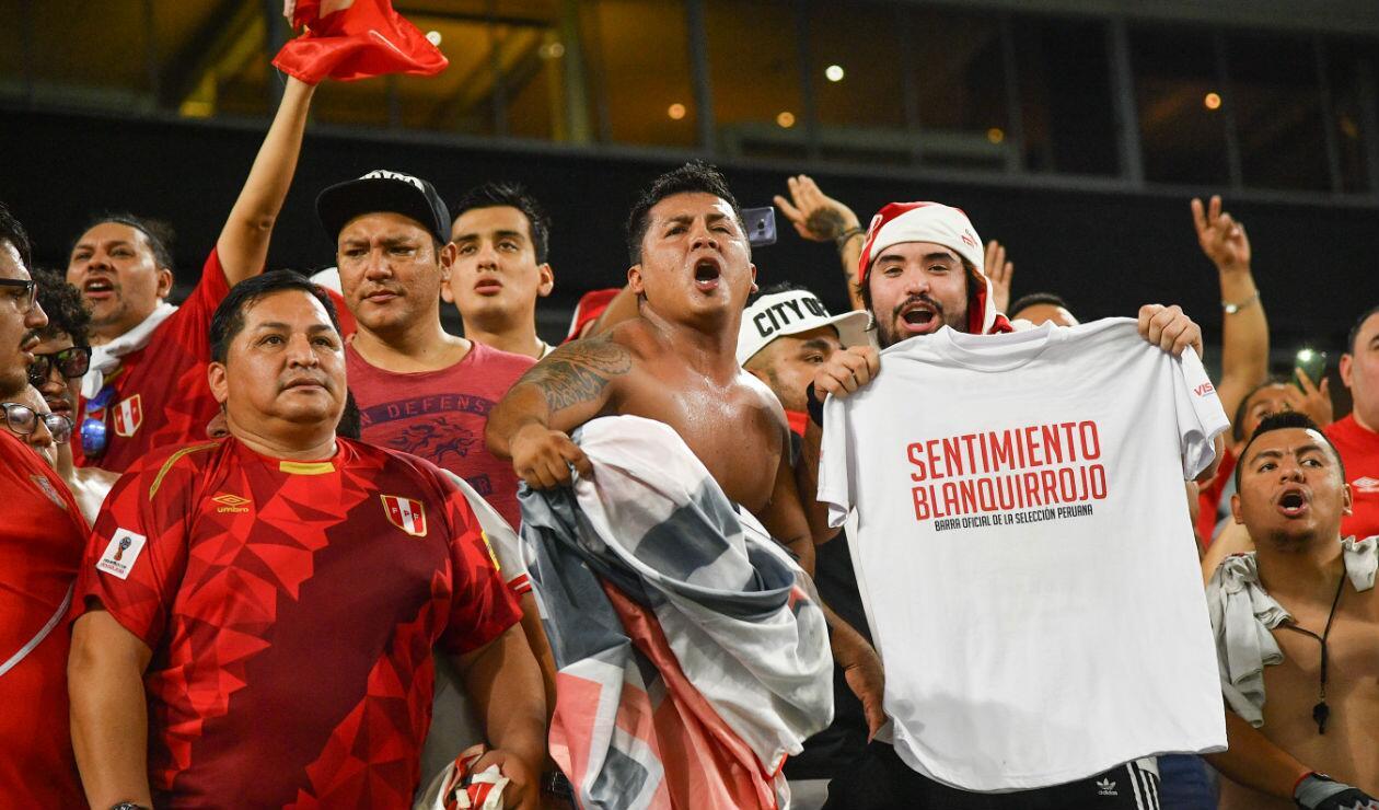 Hinchas peruanos en el duelo ante Chile