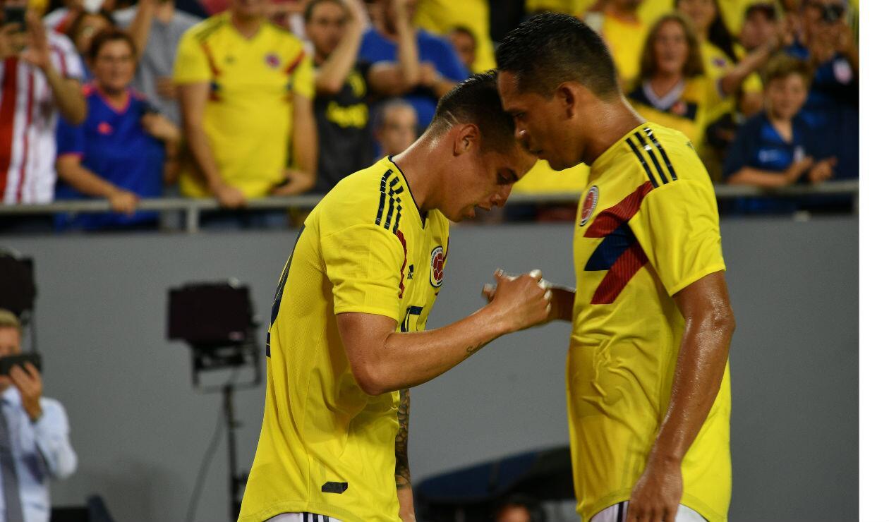 James Rodríguez y Carlos Bacca celebran el gol de Colombia ante Estados Unidos
