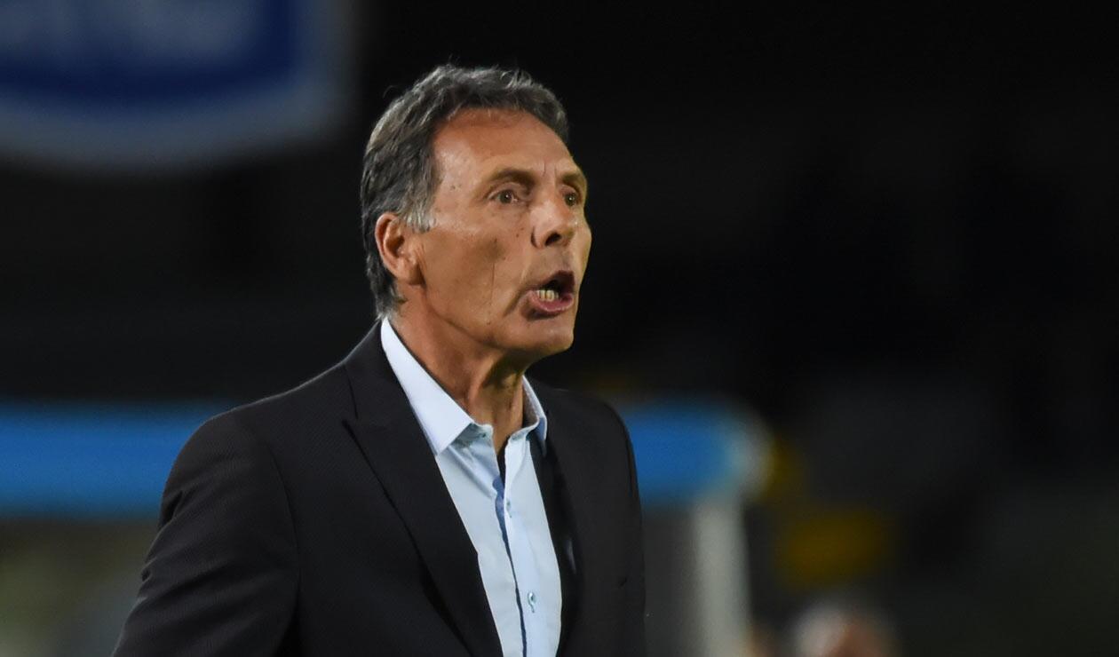 Miguel Ángel Russo, técnico de Millonarios durante el clásico ante Santa Fe