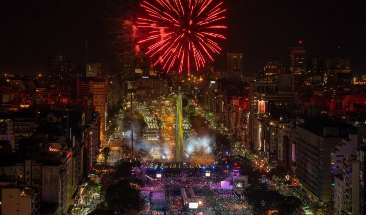 Juegos pirotécnicos en la ceremonia de inauguración de los Juegos Olímpicos de la Juventud 2018