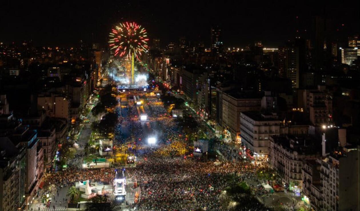 Las calles de la avenida 9 de julio se iluminaron en la ceremonia inaugural de los Juegos Olímpicos de la Juventud 2018