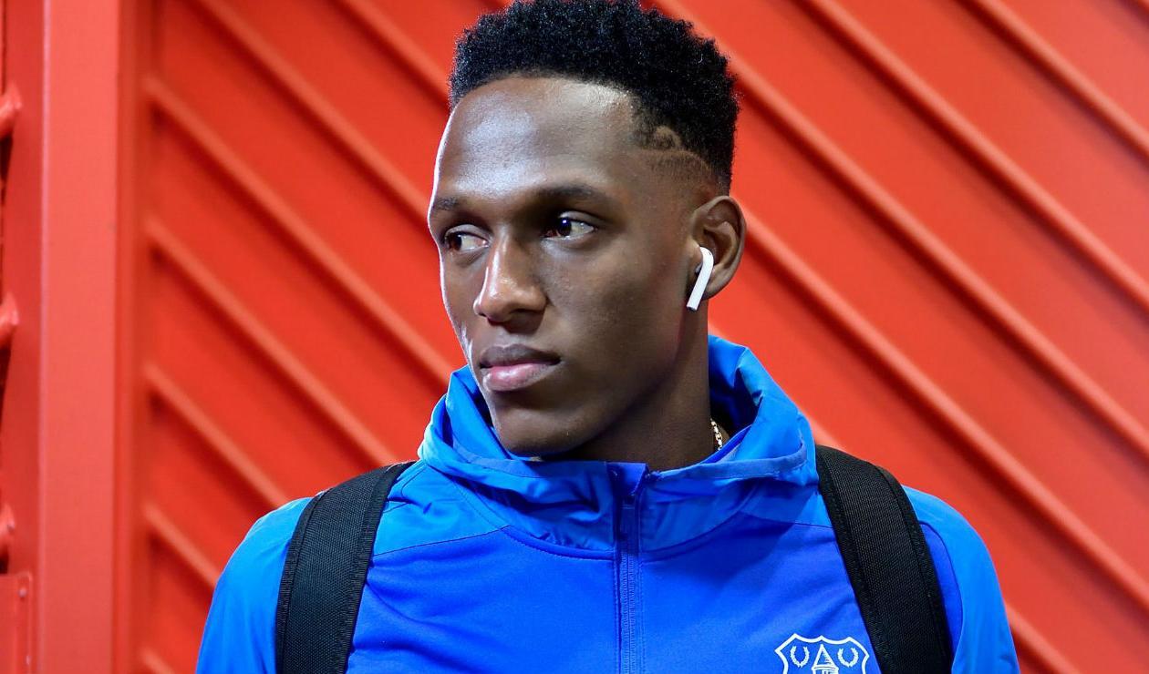 Yerry Mina llegando al estadio con el Everton
