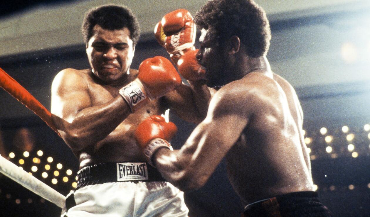 1. Muhammad Ali (Cassius Clay). Nació el 17 de enero de 1942 en Louisville, Kentucky (EE.UU.). Se retiró el 11 de diciembre de 1981. Falleció el 3 de junio de 2016. Tiene un récord de 56 victorias (37 nocauts), cinco derrotas. Realizó 19 defensas.