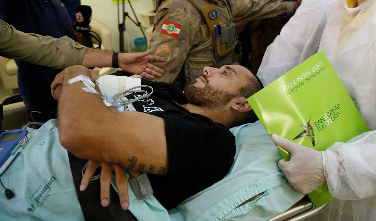 Alan Ruschel en Brasil días después del accidente del Chapecoense en Colombia