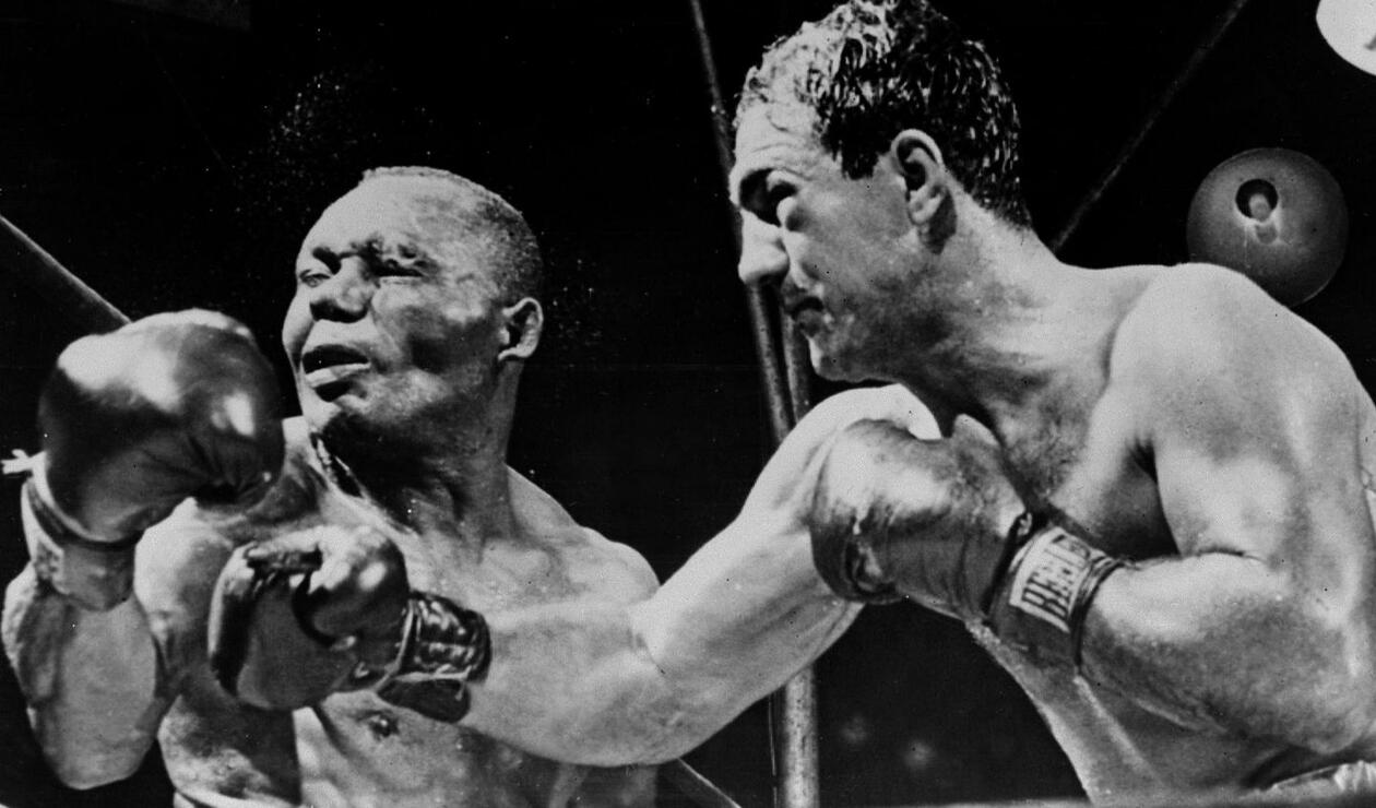 3. Rocky Marciano (Rocco Francis Marchegiano). Nació el 1 de septiembre de 1923 en Brockton, Massachusetts (EE.UU.). Se retiró el 27 de abril de 1956. Falleció el 31 de agosto de 1969.Tiene un récord de 49 victorias (43 nocauts), 0 derrotas. Realizó doce defensas.